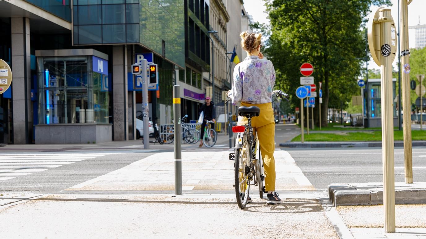 Fietsstraten en tweekleurige verkeerslichten  Minister Gilkinet past de Wegcode aan voor veiligere fietsverplaatsingen