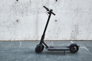 408 accidents répertoriés en 2020 avec des trottinettes électriques. Georges Gilkinet : « La micro-mobilité est une nouvelle liberté à apprivoiser »