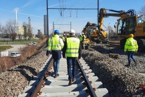 Les premières traverses vertes composées 100% en béton de soufre installées à Puurs : une révolution écologique pour le rail belge et européen