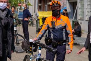 Radfahrer und Autofahrer: gemeinsam auf der Straße