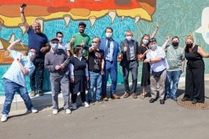 Ein riesiges Wandgemälde in der Nähe des Bahnhofs von Namur unterstreicht die Integration von Menschen mit Behinderungen