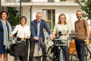 """Les ministres de la Mobilité visitent le Parc de la ligne 28 et un """"pumptrack"""" à Bruxelles"""